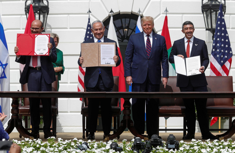 Les ministres bahreïni et émirati des Affaires étrangères avec Donald Trump et Benyamin Netanyahu à la Maison Blanche, le 15 septembre 2020 lors de la signature des «accords d'Abraham».