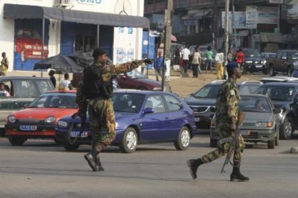 Soldados em Abidjan, na Costa do Marfim