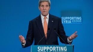 Waziri wa mambo ya nje wa Marekani, John Kerry akizungumza kwenye mkutano wa nchi wafadhili wa Syria mjini London