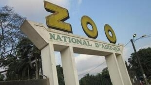 Entrée principale du zoo d'Abidjan.