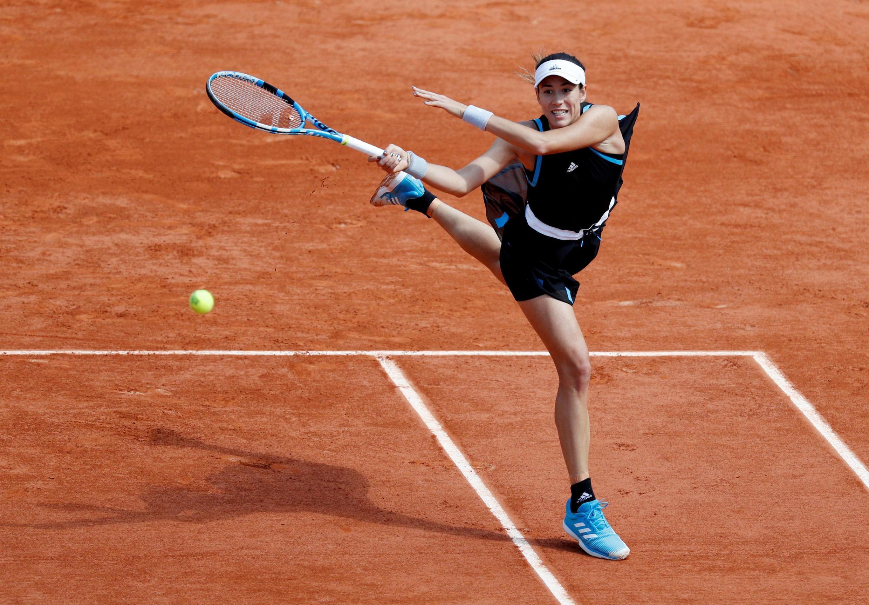 Garbine Muguruza en acción durante su primer partido en Roland Garros 2019. La hispano-venezolana quiere repetir el título de 2016.