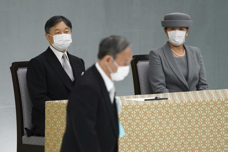 日本天皇與首相在二戰紀念活動上