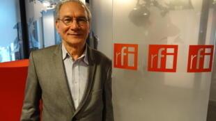 Tác giả Phạm Ngọc Lân tại phòng thu của đài RFI ngày 10/03/2015.