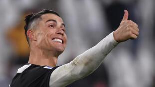 Cristiano Ronaldo, avançado português da Juventus, defronta o AC Milan na meia-final da Taça de Itália.