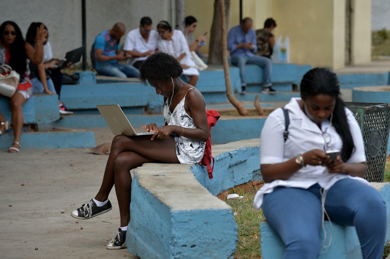 El acceso a Whatsapp, Facebook y Twitter, entre otras redes sociales, seguía bloqueado este miércoles en Cuba