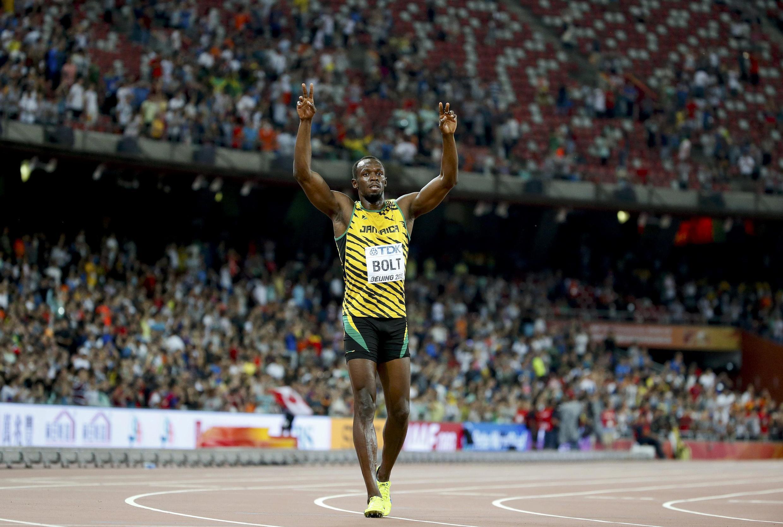 Le Jamaïcain Usain Bolt célèbre son troisième sacre mondial sur 100 mètres, le 23 août 2015 sur la piste du stade de Pékin.