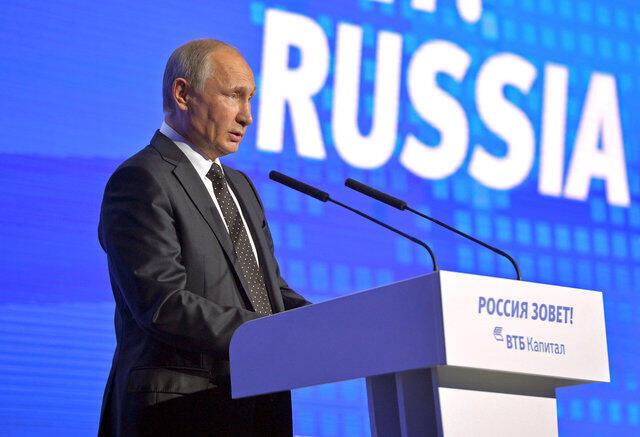 Presidente russo, Vladimir Putin, discursa durante um fórum de investimento, em Moscou. 12/10/16