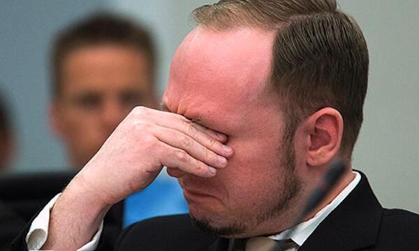 Anders Breivik mtuhumiwa wa mauaji nchini Norway akilia wakati akiangalia picha za video zilizomuonesha akitekeleza mauaji yake