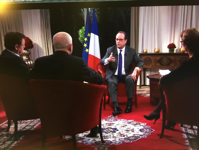 Presidente François Hollande e jornalistas durante entrevista exclusiva em Marrakech, no Marrocos, durante a COP 22