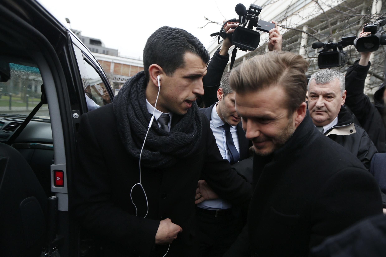 David Beckham deixa o hospital Pitié-Salpêtrière, em Paris, onde fez ontem o exame médico de admissão no PSG.