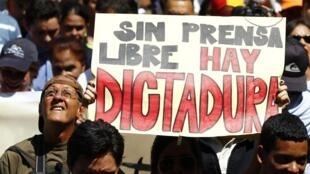 Manifestation pour la liberté de la presse dans les rues de Caracas, le 11 février 2014.