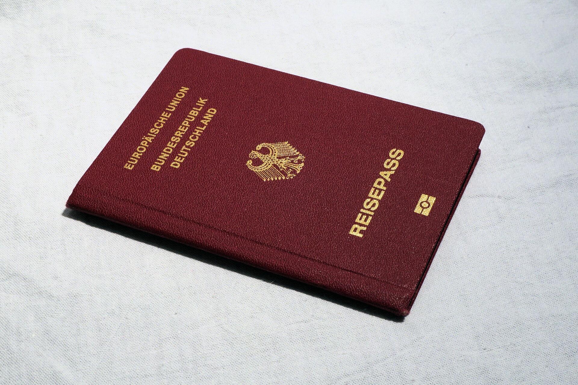 O governo da Alemanha publicou um decreto para que descendentes de vítimas do regime nazista obtenham a cidadania alemã com mais facilidade.