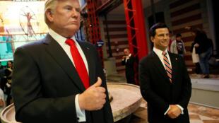 Восковые фигуры президентов Мексики (справа) и США в музее Мехико, 30 января 2017.