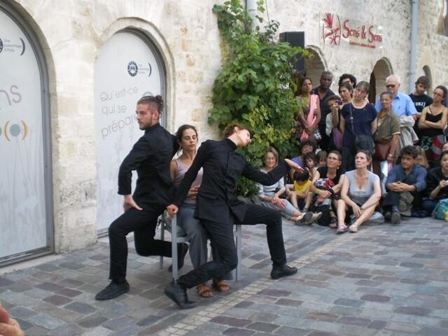 巴黎12區Bercy Village 街道上的夏日文化節活動之一