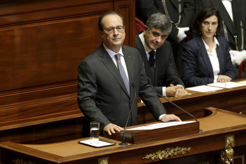 Франсуа Олланд выступает перед Конгрессом французского парламента в Версале, 16 ноября 2015 г.