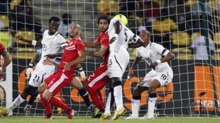 John Mensah (c) est le premier buteur de la rencontre pour le compte de la sélection ghanéenne, le 5 février 2012.