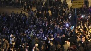 Des manifestants en colère dans les rues de la capitale jordanienne Amman le 15 novembre 2012.