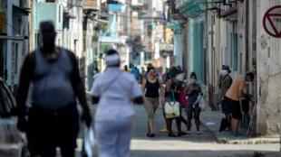 Dans une rue de la vieille ville de La Havane, à Cuba, le 17 avril 2020.