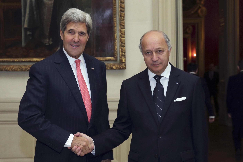 Госсекретарь США Джон Керри и министр иностранных дел Франции Лоран Фабиус. Париж 22 октября
