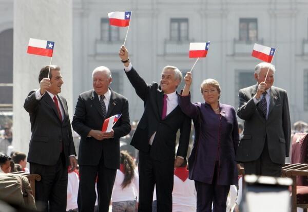 Le président Piñera aux côtés de ses prédécesseurs: Frei, Lagos, Bachelet et Aylwin. Le 17 septembre à Santiago.