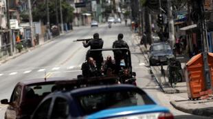 Des policiers en opération contre des trafiquants de drogue à Rio de Janeiro, le 1er février 2018 (photo d'illustration).