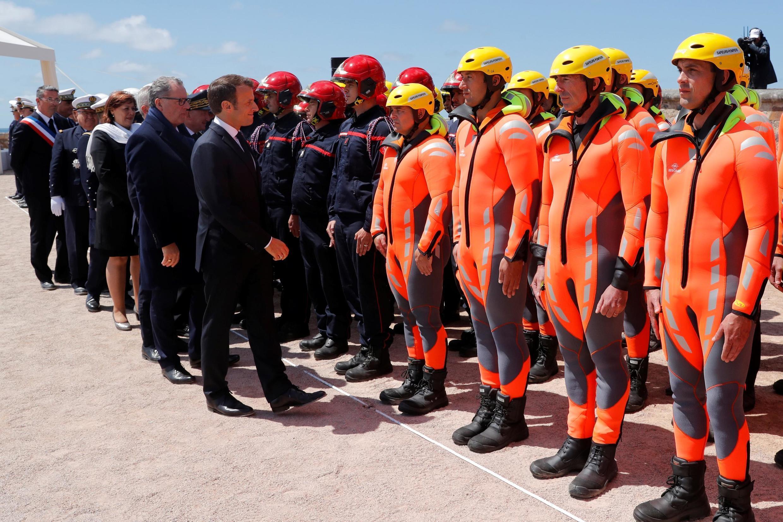 Морские спасатели и президент Франции на траурной церемонии 13 июня 2019