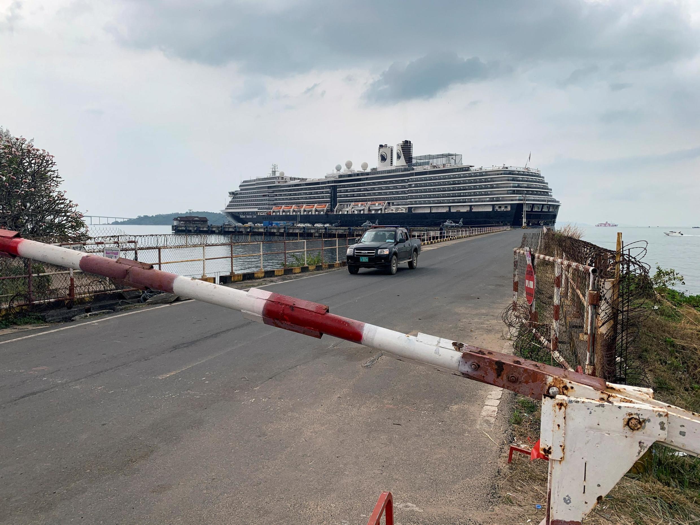 Điểm kiểm tra trên tàu du lịch MS Westerdam đang đậu tại cảng Sihanoukville, Cam Bốt ngày 17/02/2020.
