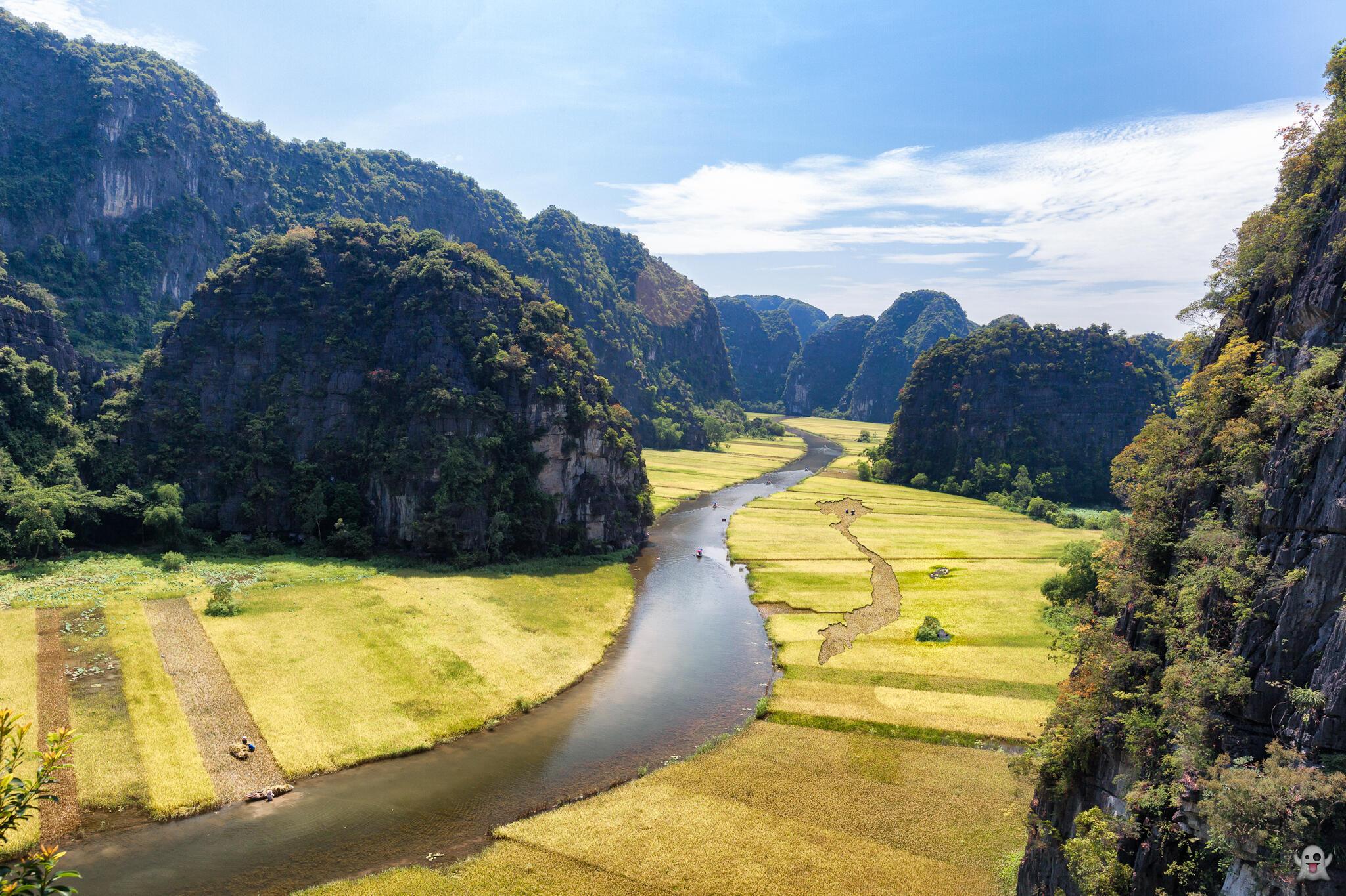 Dòng sông Ngô Đồng, dẫn vào khu Tam Cốc, nhìn từ đỉnh Núi Múa, Ninh Bình.