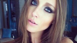 A modelo gaúcha Amanda Griza, de 19 anos, está presa na China.
