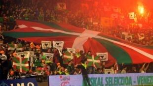 Des supporters de la sélection basque lors d'un match en décembre 2010.