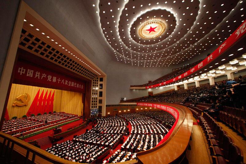 Vue générale de l'imposante salle où se tient pendant sept jours le 18e Congrès du Parti communiste chinois, à Pékin, le 8 novembre 2012.