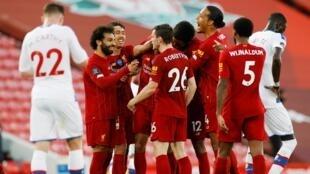 Fabinho (Liverpool) vient de marquer le 3ème but contre Crystal Palace, le 24 juin 2020. Liverpool devient champion d'Angleterre, avec 4 buts à 0 contre Crystal Palace.