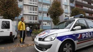 Французская полиция возле дома исламиста в Страсбурге: подозреваемый оказал сопротивление и был убит при аресте 6 октября 2012