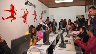Des enfants participent à un cours de programmation informatique qui a lieu tous les samedis au CoderDojo.