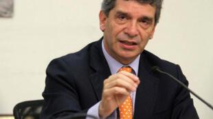 En abril, el ministro de Trabajo Rafael Pardo admitió que la violencia contra los sindicalistas continúa, pero defendió las iniciativas del gobierno de Santos para revertir la situación.