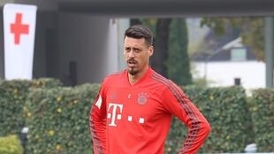 738px-Sandro_Wagner_Training_2018-10-09_FC_Bayern_Muenchen-2