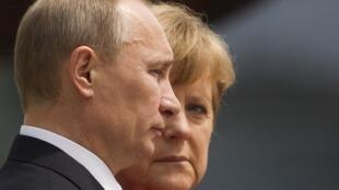Путин с Меркель в Берлине 1 июня 2012 г.