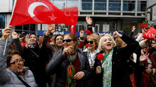 Thổ Nhĩ Kỳ : Ủng hộ viên đảng đối lập CHP mừng chiến thắng ở Ankara. Ảnh 01/04/2019.