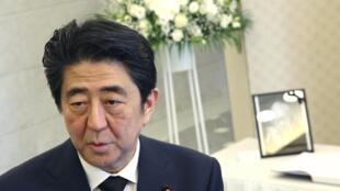 日本首相安倍晋三如何撰写二战70周年讲话面对越来越多压力