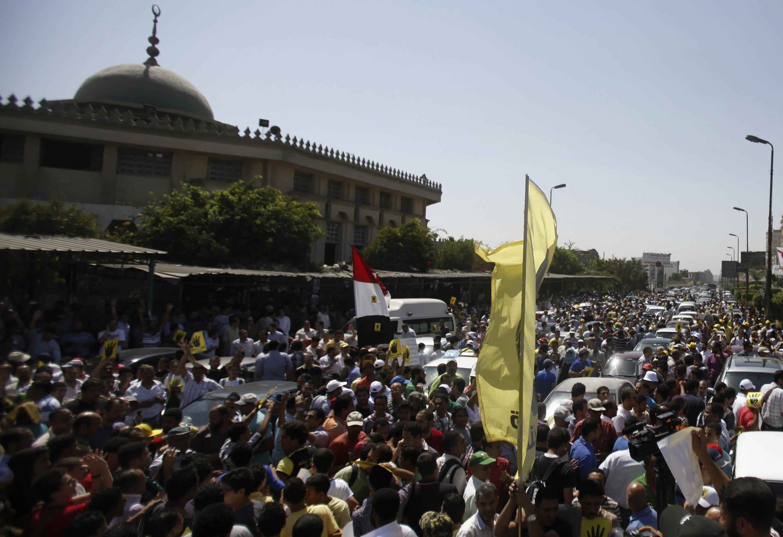 Biểu tình chống đối quân đội, chính quyền tại Cairo vào ngày 13/09/2013.