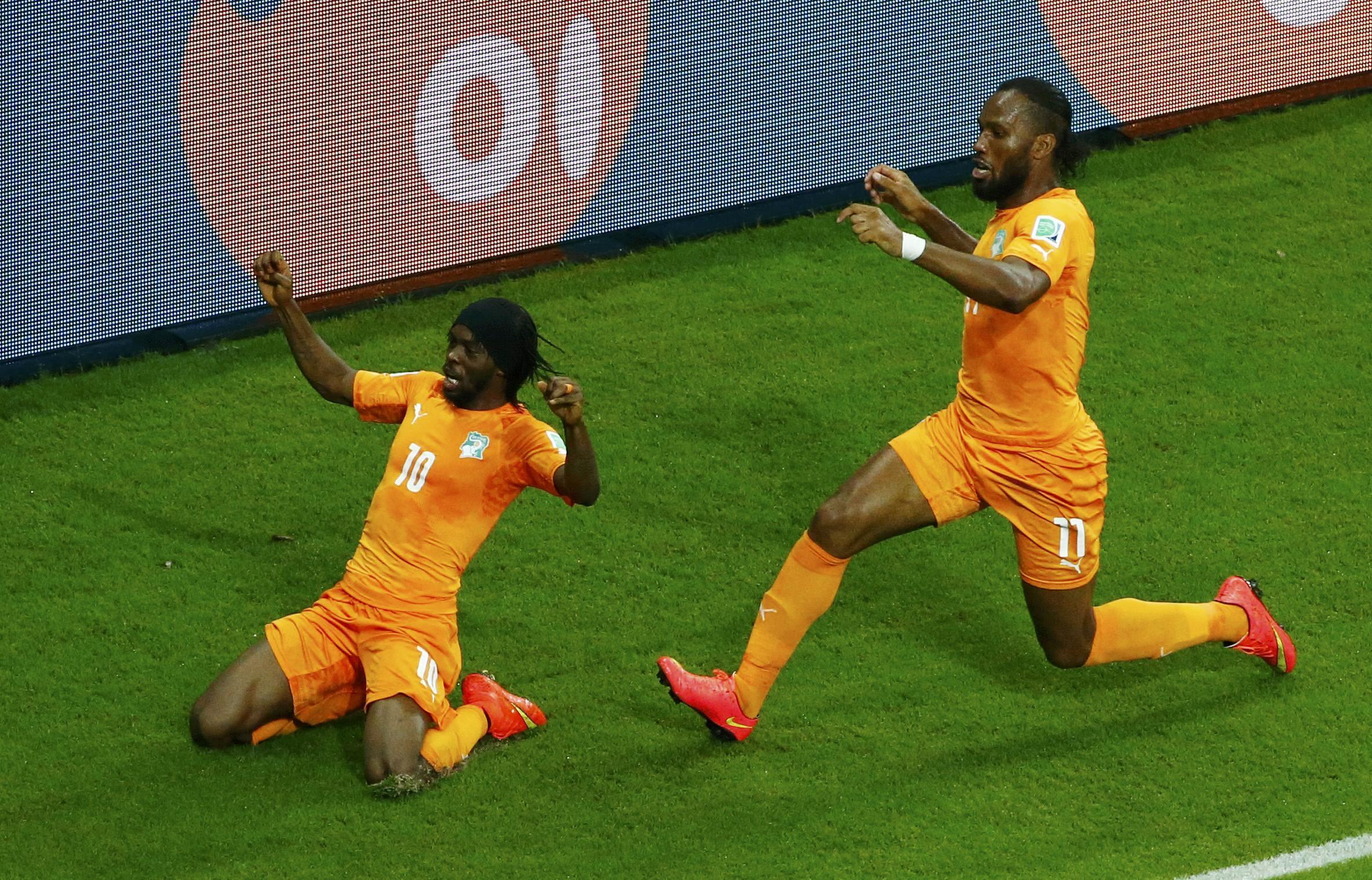 Gervinho (Kushoto) na  Didier Drogba.