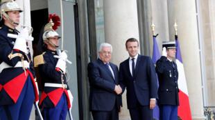 Le président de l'Autorité palestinienne Mahmoud Abbas reçu à l'Elysée par le président français Emmanuel Macron, le 5 juillet 2017.