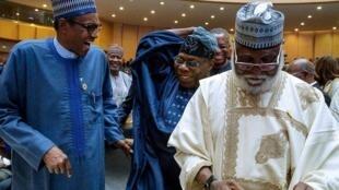 Shugaba Muhammadu Buhari da Olusegun Obasanjo da kuma tsohon shugaban kasar a mulkin soja, Janar AbduSalam Abubkar, a birnin Addis Ababa na Habasha