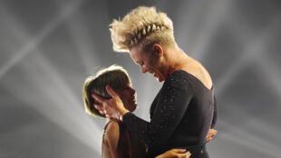 Ca sĩ Pink và con gái Willow sau màn biểu diễn tại lễ trao Giải thưởng Âm nhạc Billboard, ngày 21/05/2021 tại nhà hát Microsoft, ở Los Angeles, Mỹ.