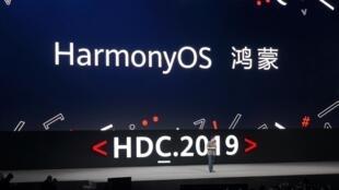 Giám đốc điều hành Hoa Vi Richard Yu thông báo về dự án HarmonyOS, Quảng Đông, ngày 9/8/2019