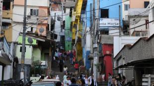 Regain de violence dans les favelas de Rio de Janeiro, à un mois de la Coupe du monde 2014.