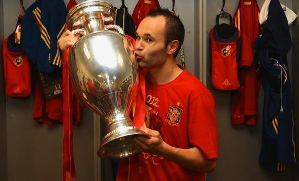 Kiungo wa Timu ya taifa ya Uhispania Andres Iniesta achaguliwa kuwa Mchezaji Bora wa Mashindano ya Euro 2012