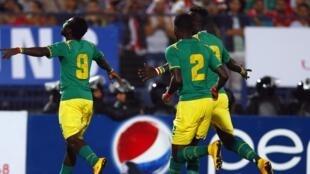 Les Sénégalais fêtent le but de Mame Biram Diouf face à l'Egypte.