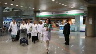 Médicos cubanos, participantes do Programa Mais Médicos do Ministério brasileiro da Saúde, devem deixar o país.