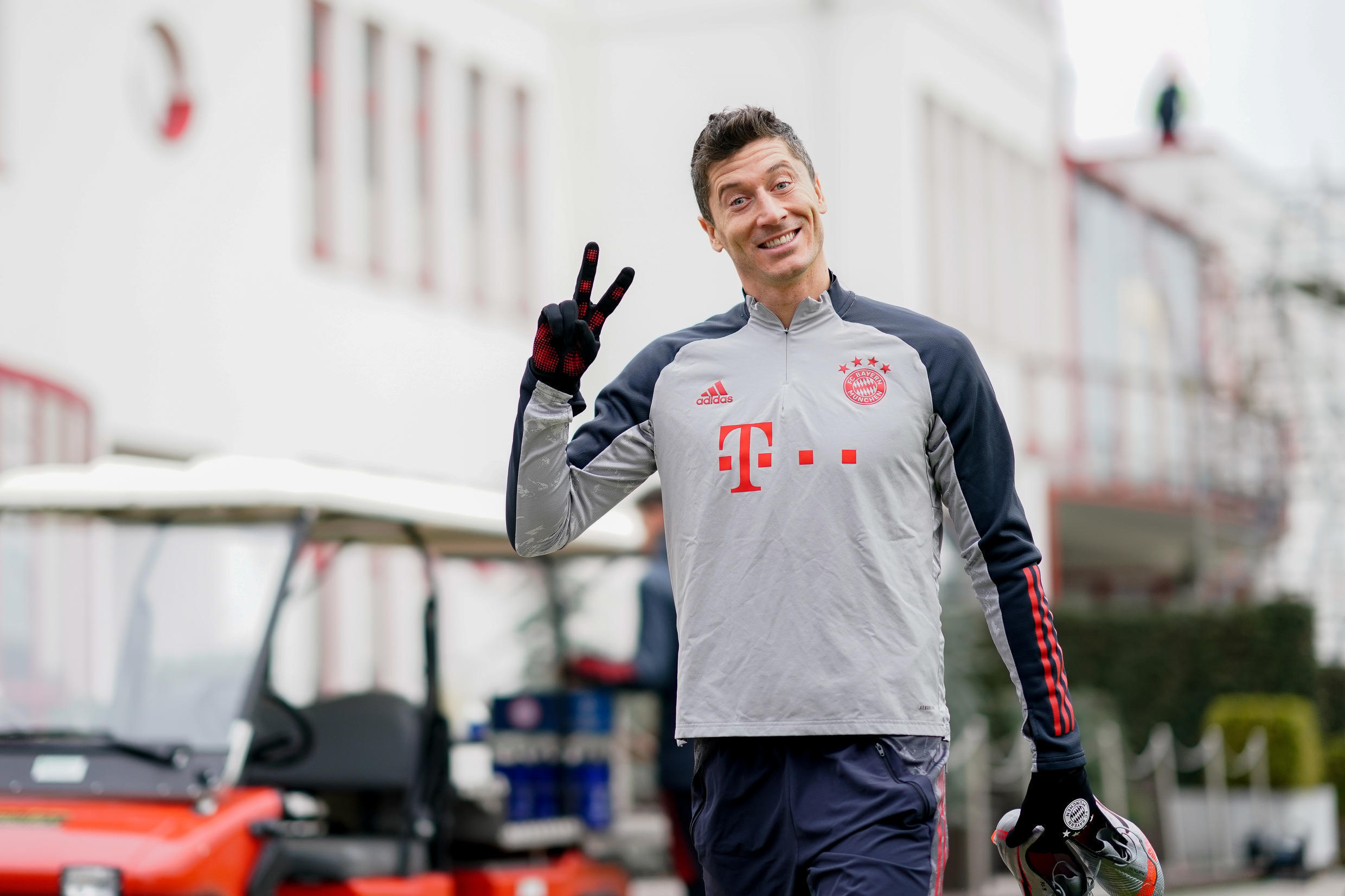 Robert Lewandowski, seen here in Bayern Munich training last November, took part in running drills on Monday for the first time after a knee injury